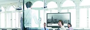 La combinación de Crestron Fusion Cloud y PinPoint optimiza la productividad de las salas de reunión