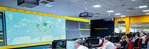 JCB optimiza su centro de control con el sistema de proyección láser Highlite