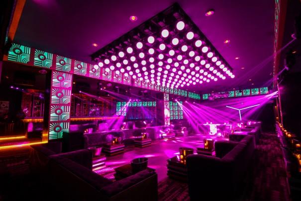Iluminacion Elation en Bisou club