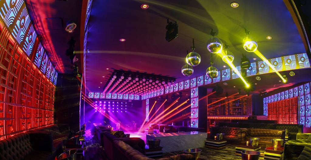La Discotheque Bisou Club Enveloppe Invites Dans Un Eclairage