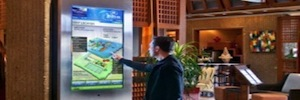 Signes discusses the advantages of the wayfinding in interactive digital signage projects