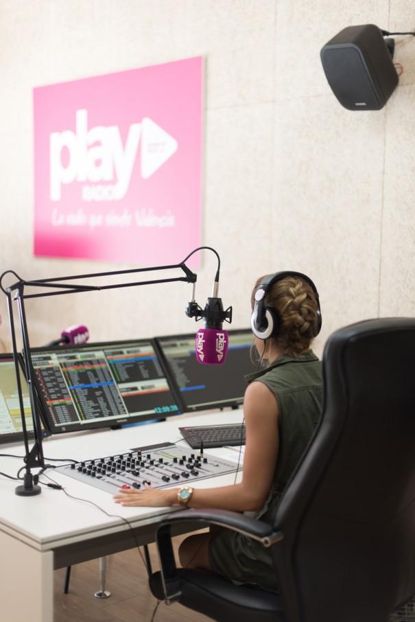 العمل الإذاعي للمحترفين