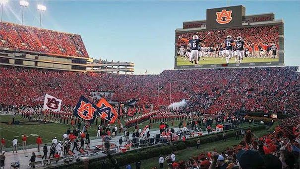 Universidad Auburn estadio Jordan Hare Daktronics Audinate Dante