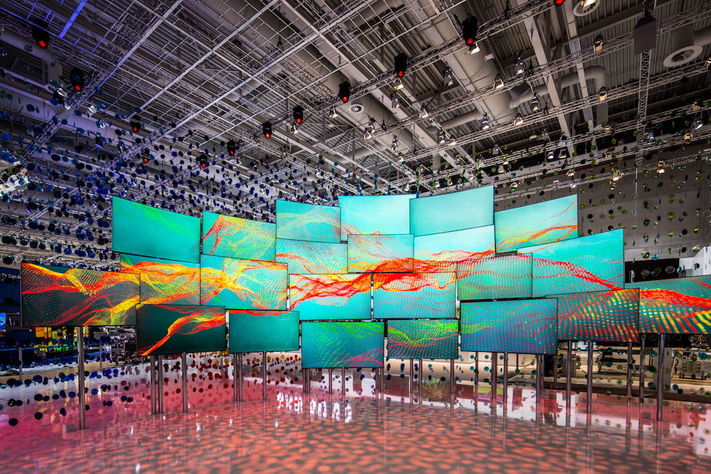 Samsung Creates With German Artists And The Suhd Tv Installation