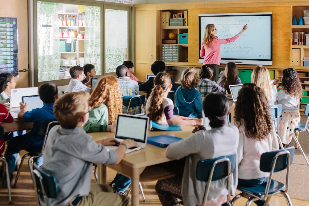 the impact of classroom technology on student Technology projects frequently measure the impact of a project on student attitudes, interests, and motivation for learning this chapter reviews basic principles of.