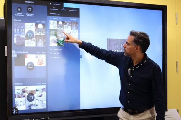 Pizarra digital Clevertouch Plus en Universidad Pablo Olavide