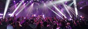 El canal de television Audience AT&T utiliza más de cien equipos de Elation para sus conciertos
