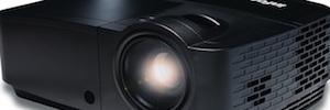InFocus serie IN2120x: proyección 3D con control inalámbrico en salas de reuniones y aulas