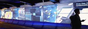 Experiencias visuales multisensoriales en salas de espera y pasillos de aeropuertos