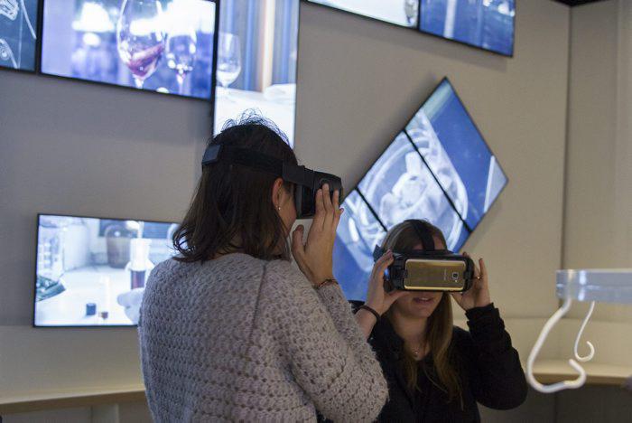 Samsung ayuda a conmemorar los 30 a os de creatividad for Hermanos roca biografia