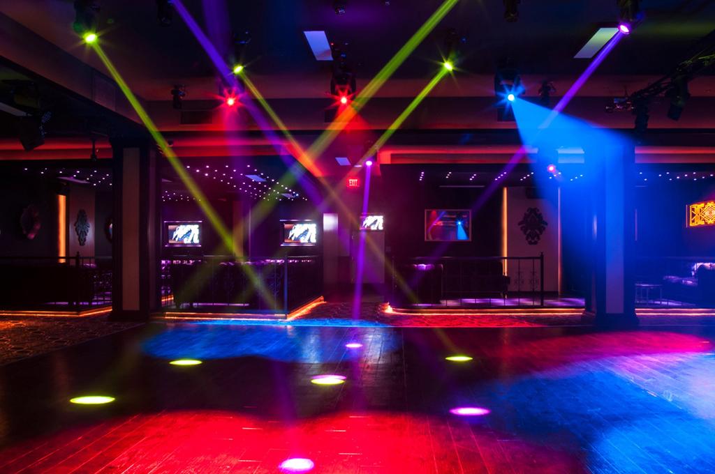Una nueva discoteca de Los Ángeles abre sus puertas marcada por ...