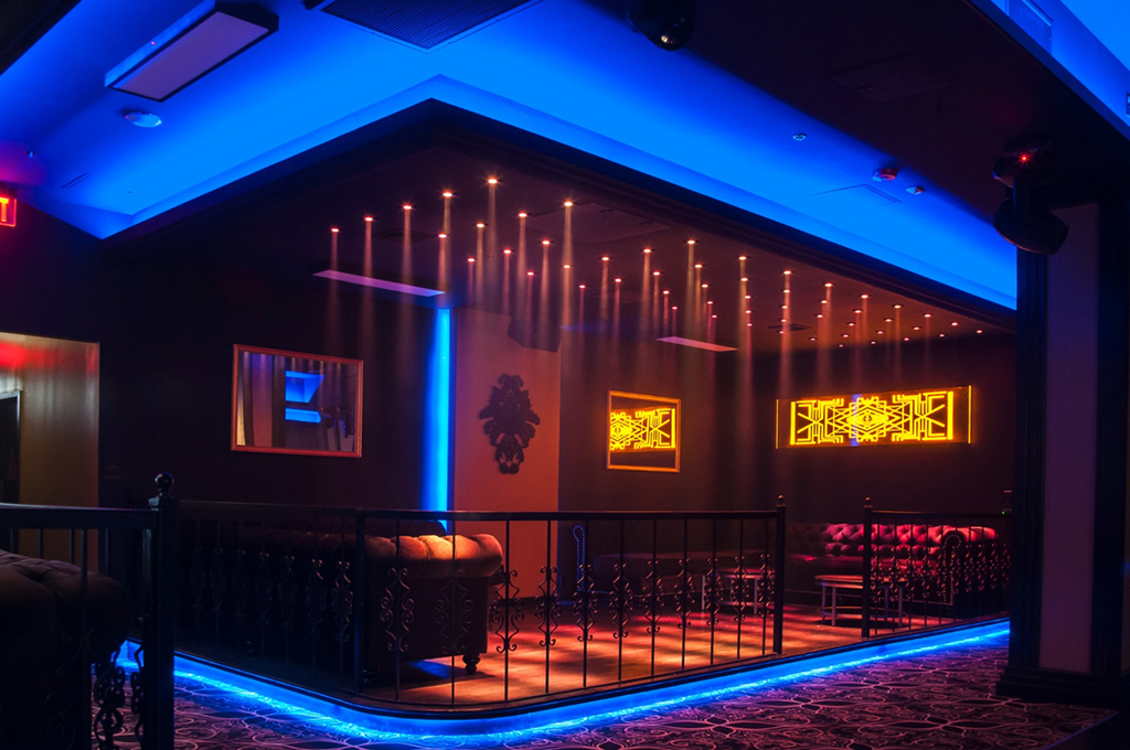 Una nuova discoteca a Los Angeles apre le sue porte segnate
