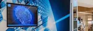Iiyama presenta dos gamas de pantallas táctiles con tecnología PCAP para cartelería digital