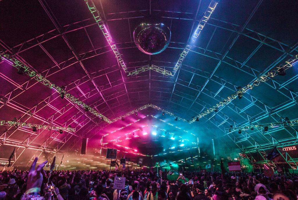Festival musicali insomniac progettato loro illuminazione della fase