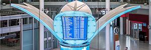 Una espectacular arquitectura visual informa a los pasajeros en el aeropuerto de Toronto Pearson