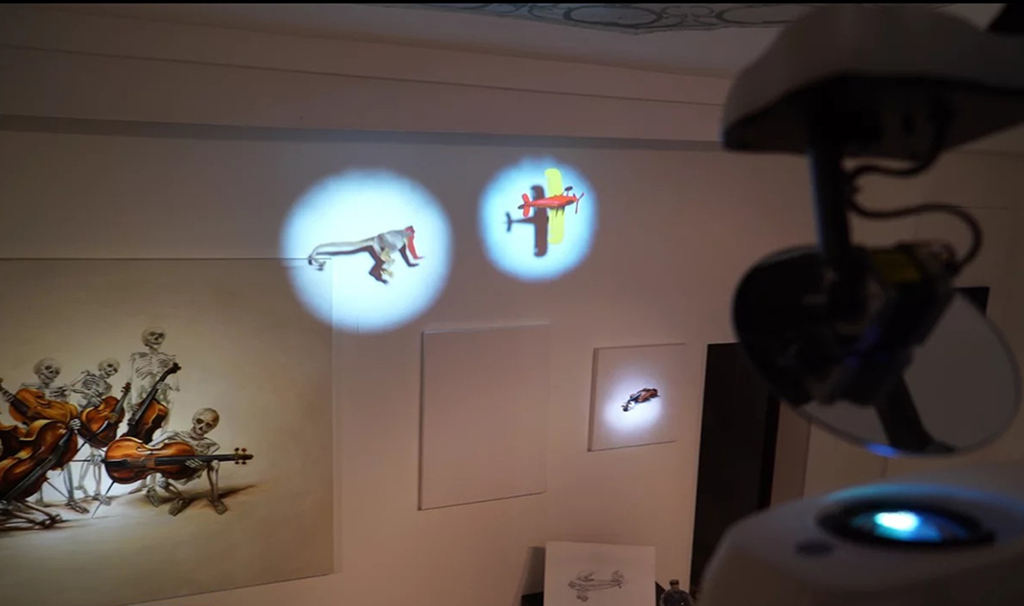 Dynamic Projection Mapping on