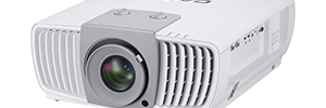 Casio introduced into the market for commercial projectors high resolution and brightness with the XJ-L8300HN