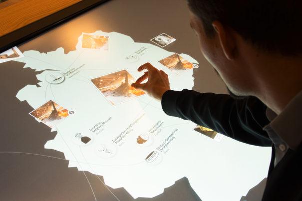 Eyevis tables tactile museums Leibniz