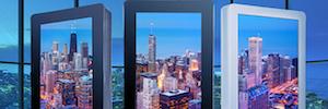 Peerless-AV trae a Europa su nuevo kiosco digital con pantalla táctil curva para interiores