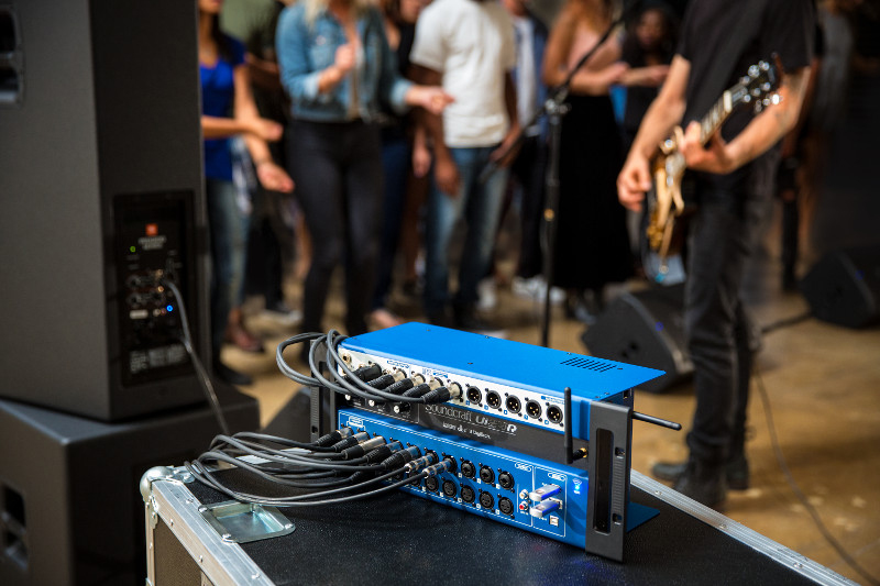 Soundcraft Ui24R: digital mixing system and multitrack recording