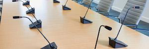 InfoComm premia la innovación del sistema de debate digital ATUC-50 de Audio-Technica