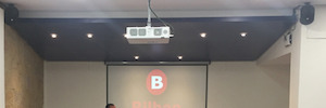 Videoproyección Led de Hitachi de alto rendimiento para salones de actos