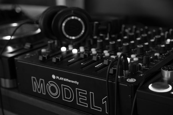 PLAYdifferently mezclador Model 1 en Sonar con Audio-Technica