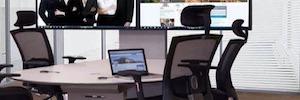 Unicol une tecnología y mobiliario en su gama AV Furniture para espacios de colaboración
