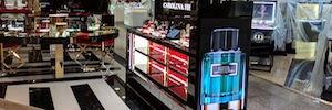 Carolina Herrera perfumes amplía su circuito de cartelería digital con una pantalla Led en ángulo