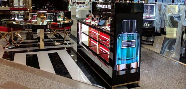 72a20b799e Carolina Herrera perfume expands its circuit of digital signage with a Led  display angle