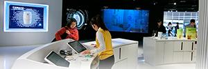 Amway utiliza las soluciones de visualización de Advantech para su primer centro de experiencia