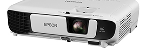 Epson introduces a line of projectors for the classroom and the company sharpness and brightness