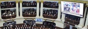 Un gran videowall preside las sesiones del Congreso de la República de Perú