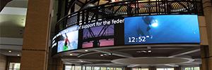 El centro de Chattanooga da la bienvenida desde una pantalla curva extra ancha