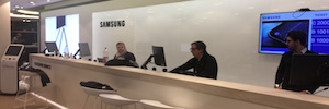 Cmatic pone en marcha el sistema de gestión de turnos en Samsung Store Callao