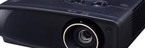 JVC se introduce en la gama de proyectores DLP 4K con el modelo LX-UX1