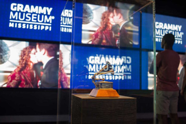 Museo Grammy Misisipi Planar Mode Systems