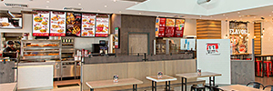 KFC continúa apostando por el digital signage con pantallas NEC y Raspberry Pi