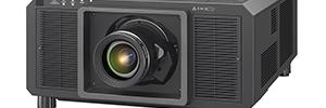 Panasonic amplía su línea de proyectores de alquiler e instalación con el PT-RQ22K