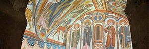 La iglesia de Santa Coloma restituye sus pinturas románicas a través de un mapping