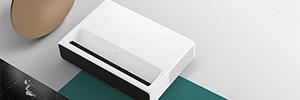 Xiaomi presenta su proyector láser de tiro ultra corto para pantallas de hasta 150″