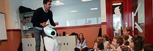 Un robot acude a clase con los alumnos del Colegio Europeo de Madrid