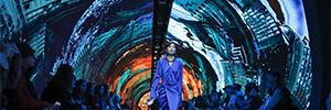 Balenciaga utilizó más de 7.000 paneles Led para su desfile en la semana de la moda de París