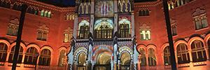 Un mapping navideño llena de luz y sonido la fachada del Recinto Modernista de Sant Pau