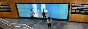 El Centro Gates inspira a sus estudiantes con un videowall interactivo en tributo a los innovadores