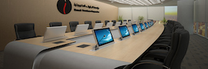 KNPC equipa su sala de reuniones con monitores retráctiles de Roomdimensions