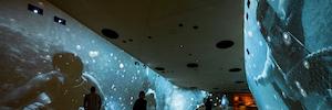 La potencia de 112 proyectores 4K de Panasonic envuelve al visitante en la historia de Catar