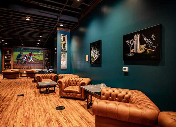 Digital Projection en 906 Cocktail Cigar Lounge